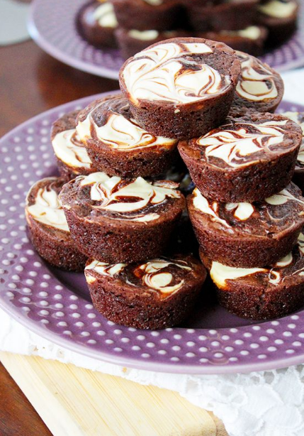 EASY BROWNIE CHEESECAKE BITES