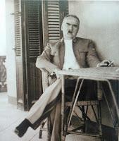 Józef Piłsudski na werandzie willi Jola w Egipcie