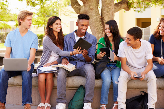 Scholarship for high school students:-Yale offers
