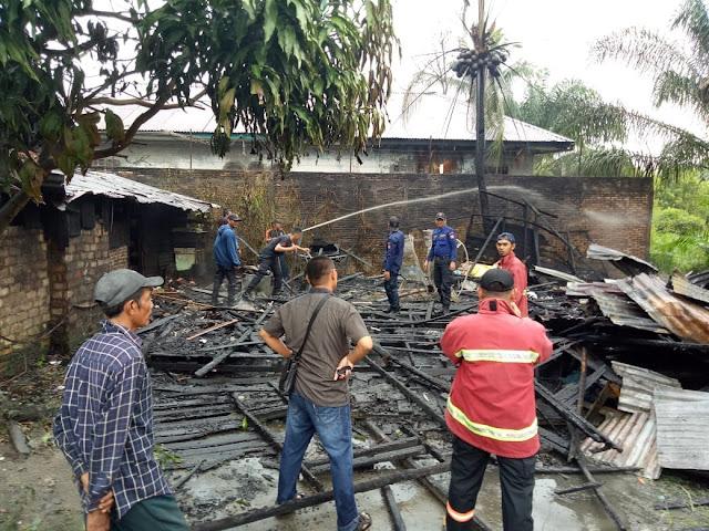Lokasi kebakaran yang menghanguskan satu unit rumah di Jalan Singosasri Lingkungan II, Kelurahan gading, Kecamatan Datuk Bandar, Kota Tanjungbalai, Jumat (28/9)