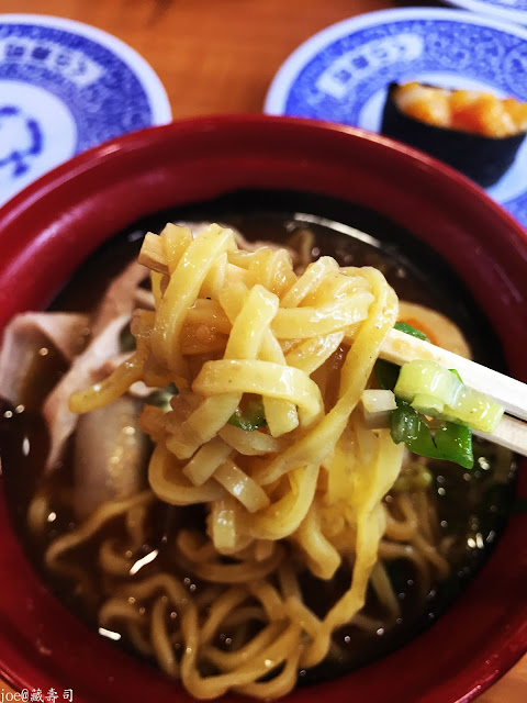 IMG 4075 - 【台中美食】來自日本的『藏壽司』讓你不只是單調的吃迴轉壽司,吃完還能玩遊戲喔! @迴轉壽司@日本連鎖@握壽司@日本道地