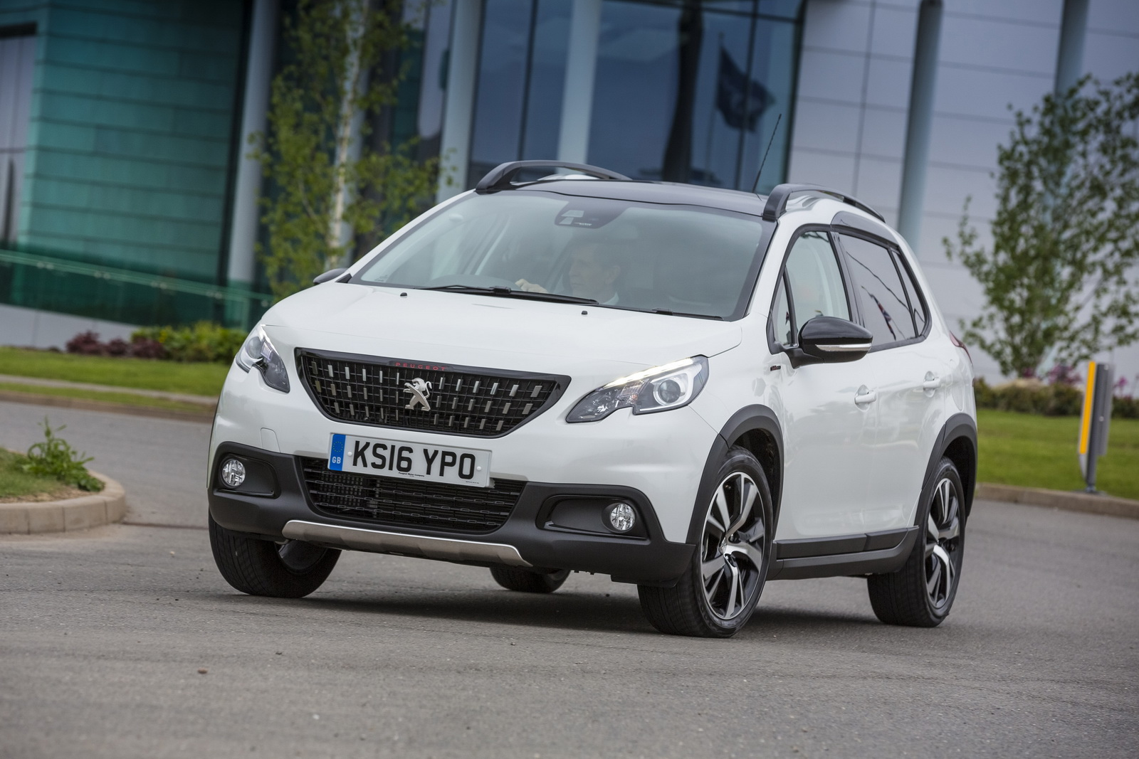 facelifted peugeot 2008 arrives in the uk from 13 615 28 pics. Black Bedroom Furniture Sets. Home Design Ideas