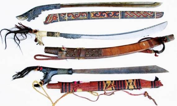 Senjata Tradisional Kalimantan Barat - Mandau