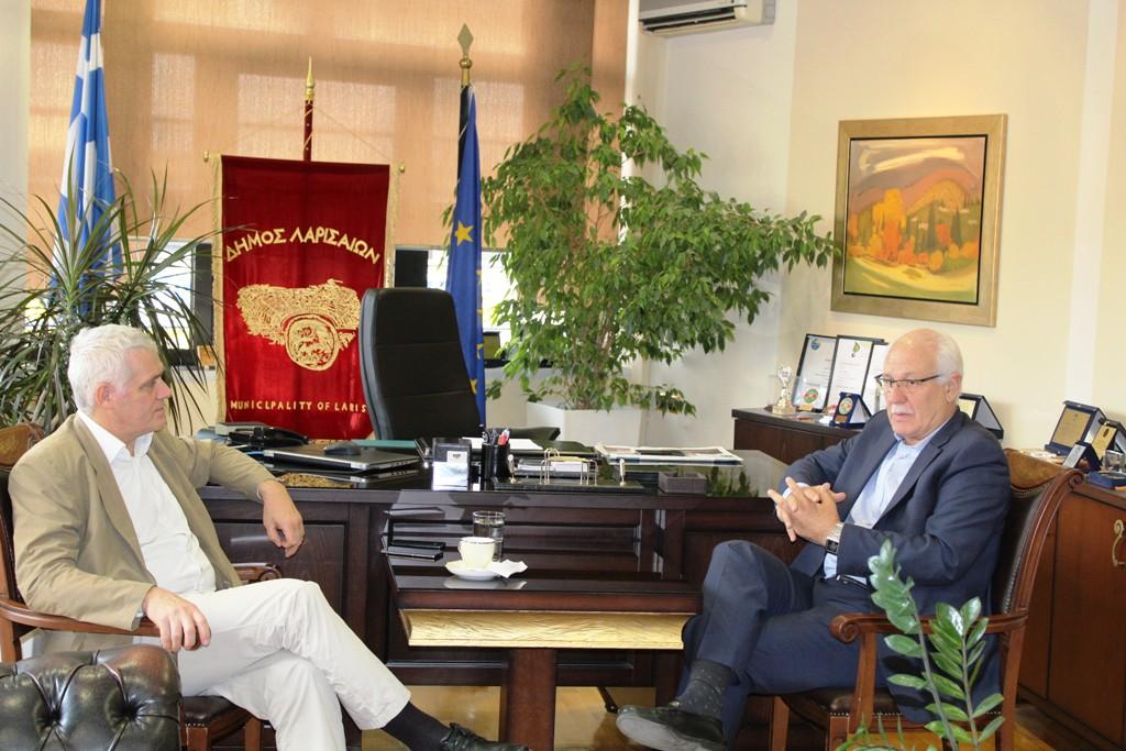 Στο Δημαρχείο της Λάρισας ο Αναπληρωτής Υπουργός Αγροτικής Ανάπτυξης Γιάννης Τσιρώνης (ΦΩΤΟ)