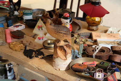 古道具 燕(つばくろ)工芸品や我楽多が並ぶ