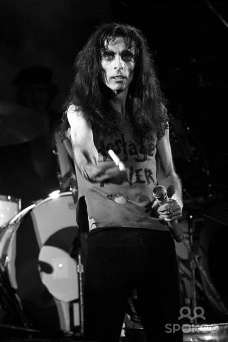 ROCK AROUND: Τα σκοτεινά χρόνια στην ιστορία του Alice Cooper