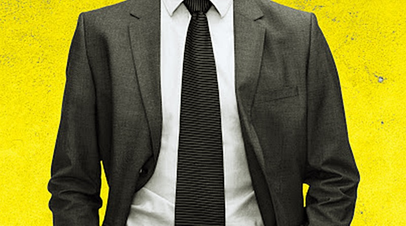 homem de paletó e gravata com fundo amarelo
