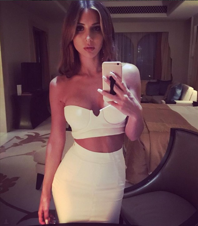 Curvy instead of lean: Ann-Kathrin Brömmel hot in white