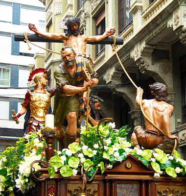Paso de la Exaltación de la Cruz. Cofradía del Dulce Nombre de Jesús Nazareno. León. Foto A. Márquez.