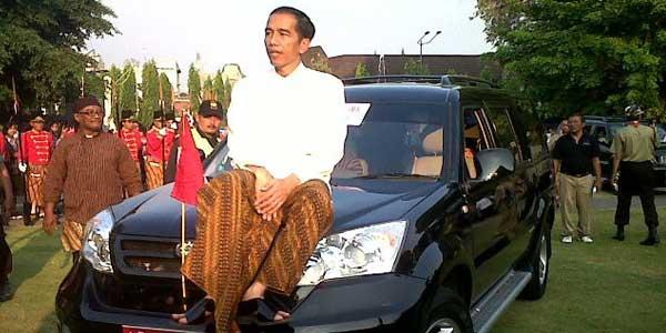 Mobil Esemka Bak Pisau Bermata Dua untuk Jokowi