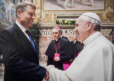 Ferenc pápa, Klaus Iohannis, Románia, katolikus egyház, Vatikán