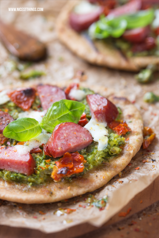 Mini Dinkel Pizza mit Kabanossi und Salsa Verde