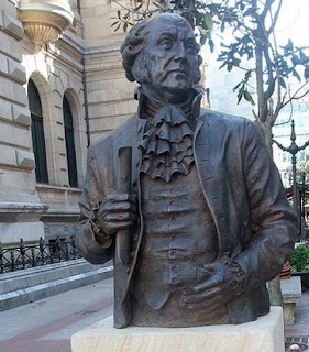 Statue of US President John Adams in Bilbao. Do not miss it with our private tours