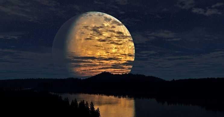 Ay bilinen uzaydaki en büyük beşinci uydudur, dünyanın yaklaşık 4'te 1'ine denk gelmektedir.