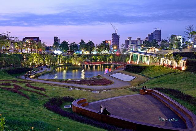 .: 臺中新亮點 秋紅谷生態公園 漫步都市叢林