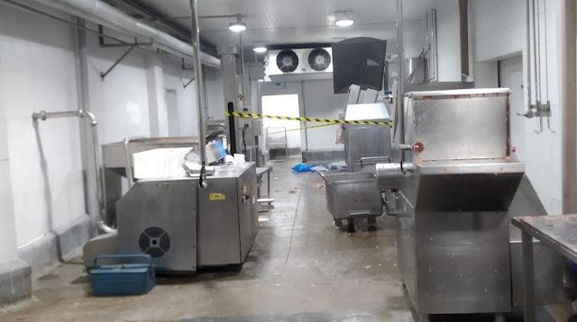 [Triturado] Funcionário de frigorífico morre ao cair em máquina de moer carne em MS