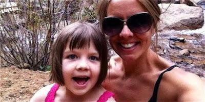 Charlotte junto a su madre, quien ha tenido una recuperación milagrosa gracias al uso del aceite