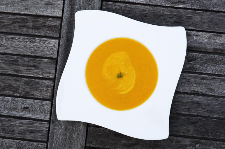 von veganen k chengel sten und anderen dingen gelbe zucchinicremesuppe mit karotten. Black Bedroom Furniture Sets. Home Design Ideas