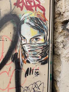Mädchen-Stencil in Marseille von Alice - großes Motiv