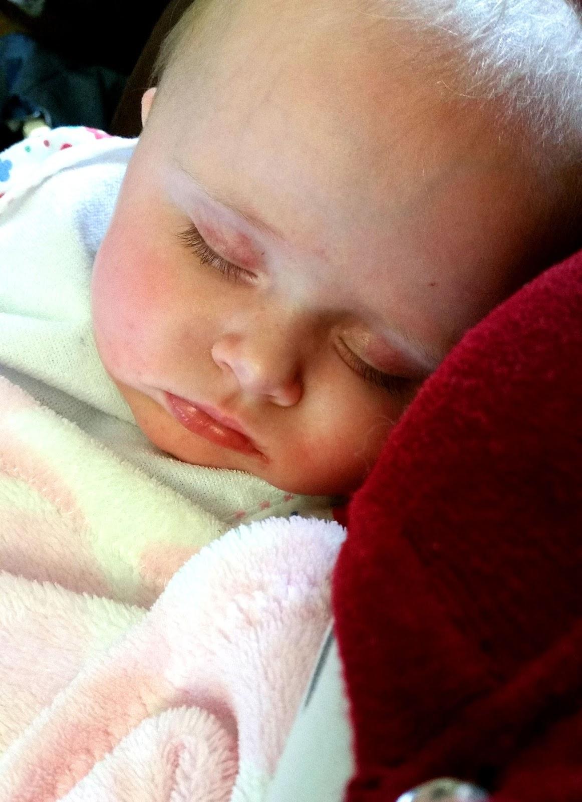 Baby development 6 months, 6 month milestones, baby at 6 months