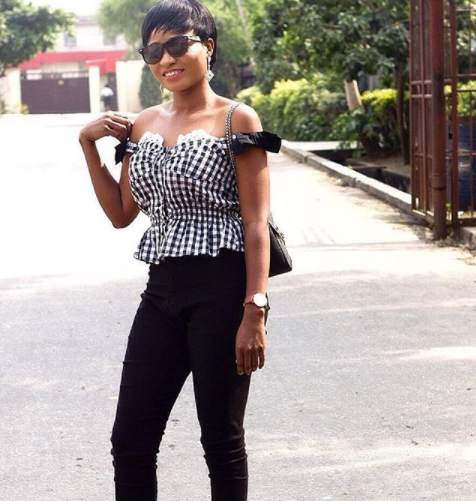 Okirika but Chic! - Nigerian lady shows off her 50 Naira