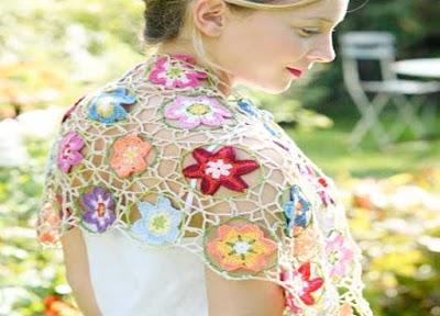 Flores combinando diferentes métodos a crochet