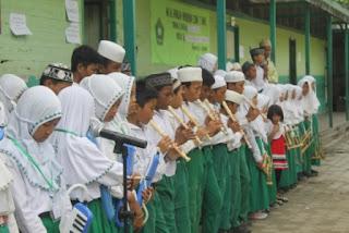 Gladi Bersih Pengukuhan Kelas VI MI Al Raudlah Tahun Pelajaran 2015/2016