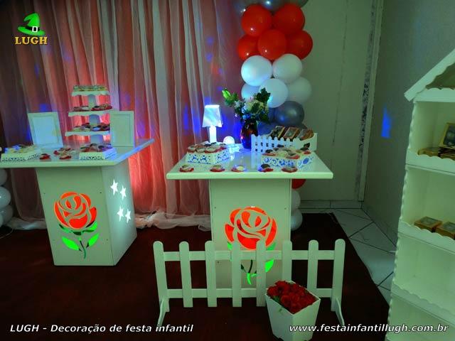 Mesa temática de aniversário com tema de Rosas - Festa feminina
