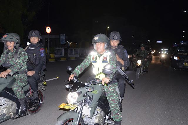 Amankan Perayaan Misa Natal di Bone, TNI-POLRI Bersinergi Laksanakan Patroli