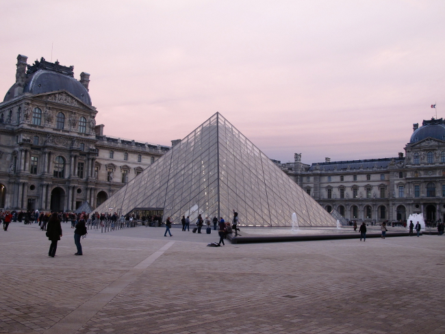 What To Wear To the Louvre?