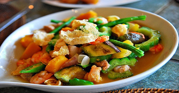 Pinakbet With Shrimps Topped With Chicharon Recipe