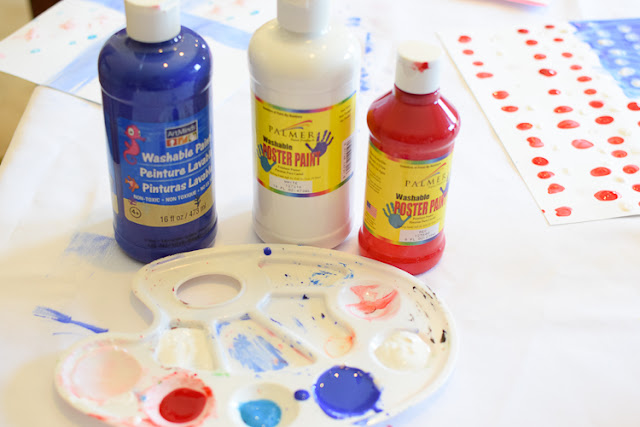 Fourth of July Fingerprint Flag.  This simple painting activity for Independence Day is an easy craft for toddlers, preschool, kindergarten, or elementary kids.