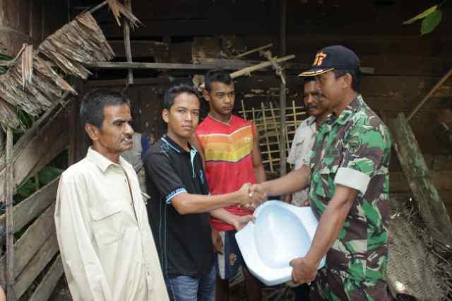 Warga Aceh di Luar Negeri dan TNI Bantu Nek Maneh