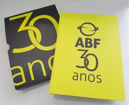 Livro ABF 30 Anos resgata a história do franchising no Brasil