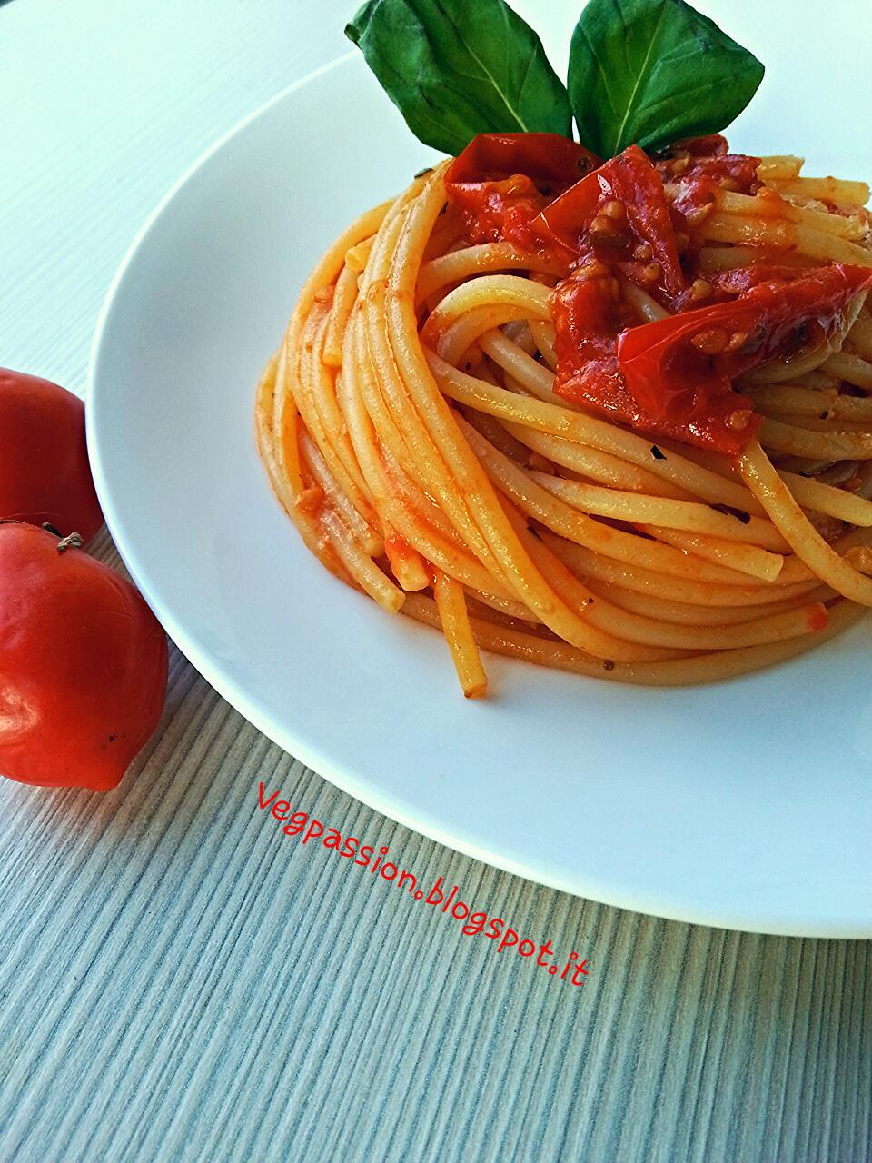 VegPassion: Spaghetti al pomodoro (o piennolo)