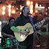 Amaury Gutiérrez cantó y encantó al público en Pelícano Beach
