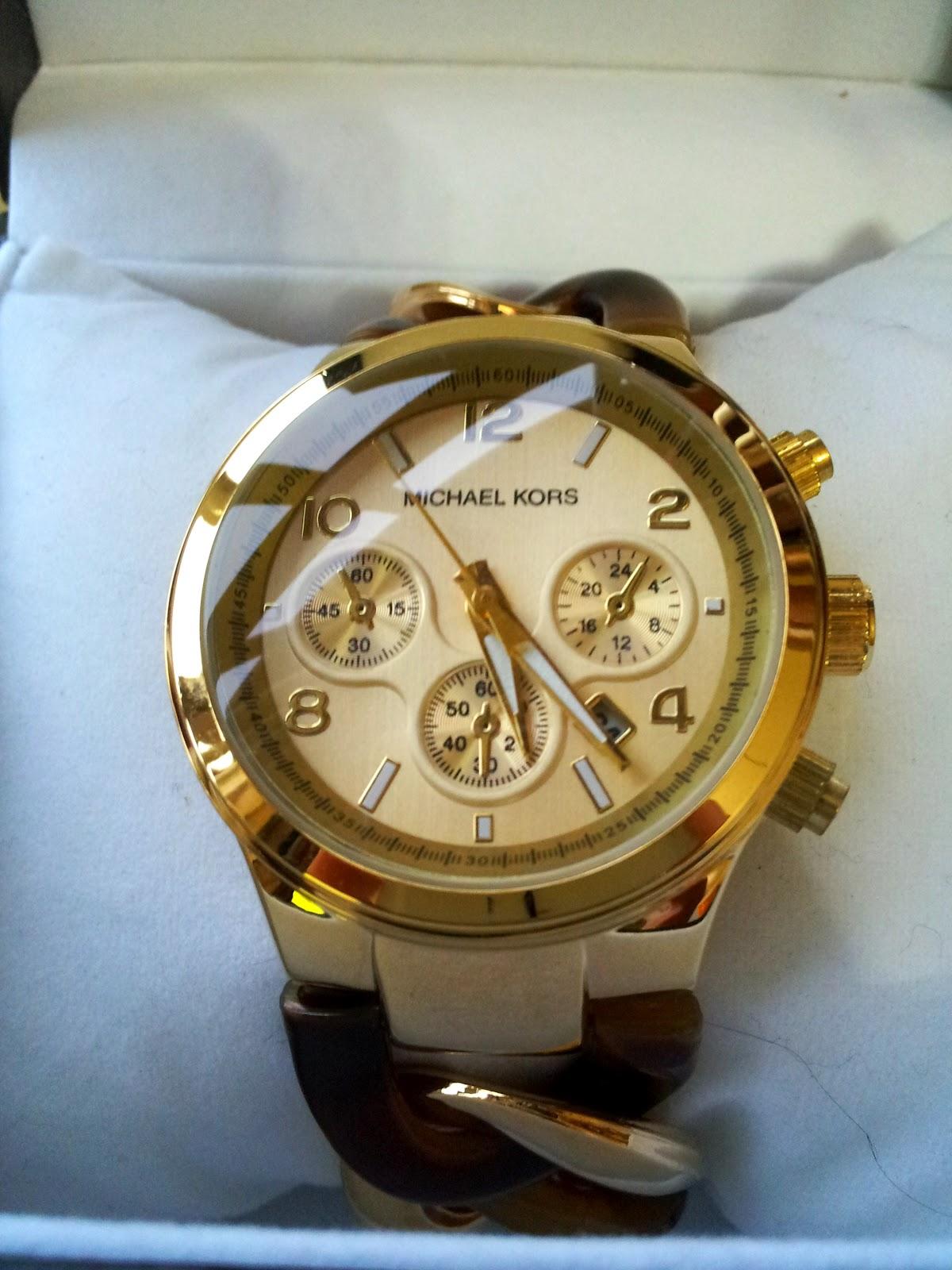 58bcf940e3e68 Relógio Michael Kors Chain Link Tortoise. Dourado brilhante