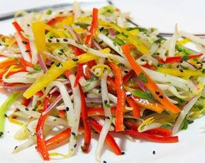 Салат из пророщенной фасоли и сладкого перца
