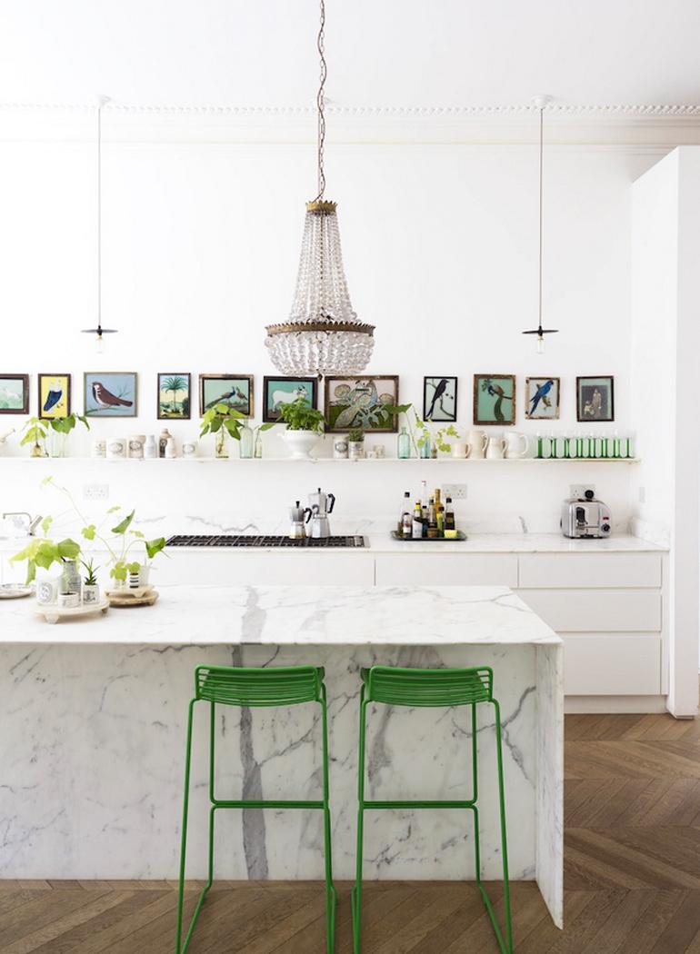 inspiracion-greenery-pantone-monocromo-blanco-taburetes-verde