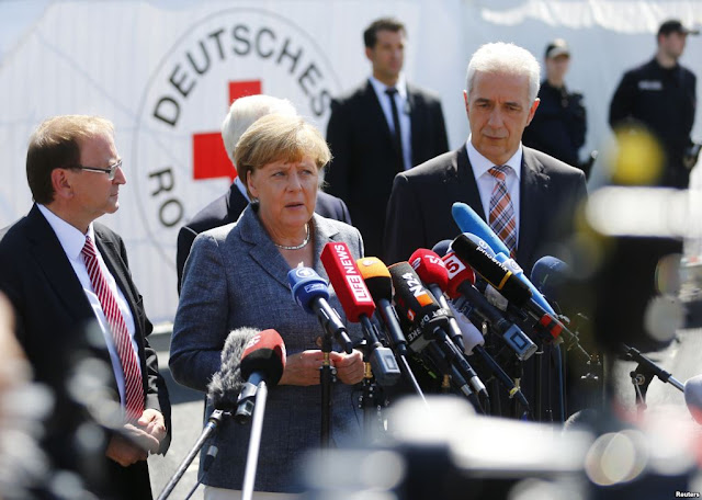 Bild: Η Μέρκελ θα πιέσει τις επιχειρήσεις να προσλάβουν περισσότερους πρόσφυγες