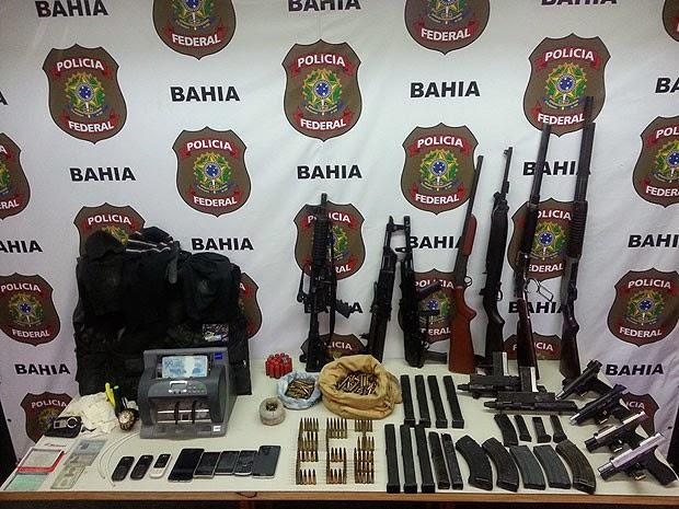 Armas foram encontradas com a quadrilha suspeita de explodir cofres de agências na Bahia. (Foto: Divulgação/ Polícia Federal)
