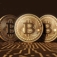 Your choice of Freebie During Intertops Poker and Juicy Stakes Casino's Bitcoin Bonanza