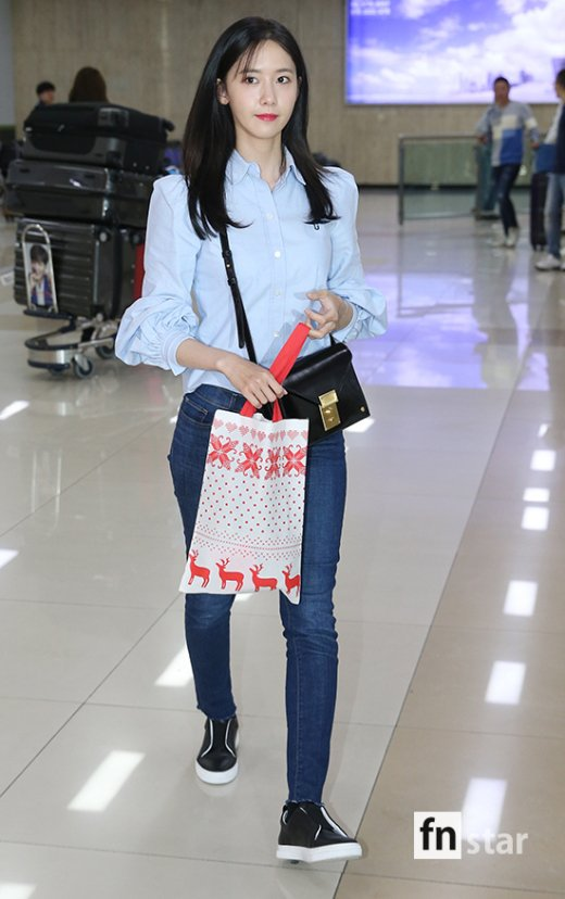 Yoona S Casual Airport Fashion Daily K Pop News