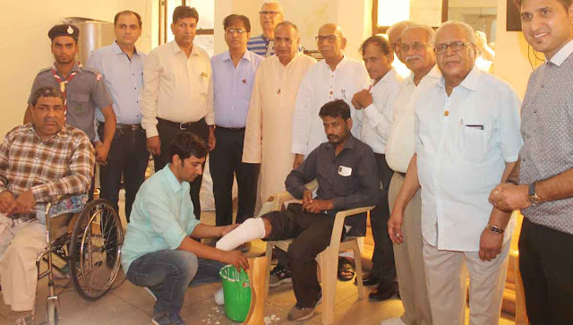 Distribute devices to 310 Divas on the first day in the three day Divya Equipment Distribution program