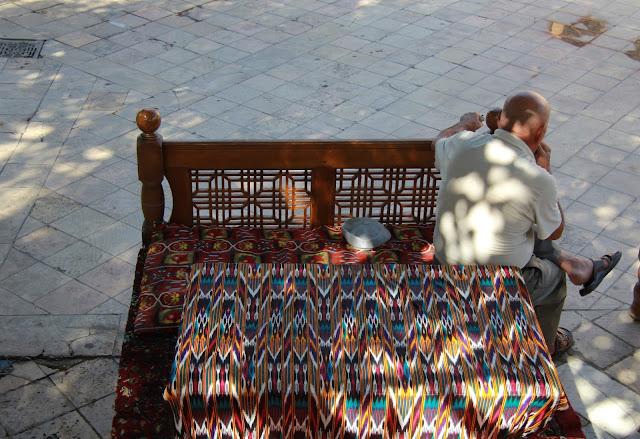 Ouzbékistan, Boukhara, chaïkhana, Liab-i-Hauz, tapchane, tapshan, © L. Gigout, 2012
