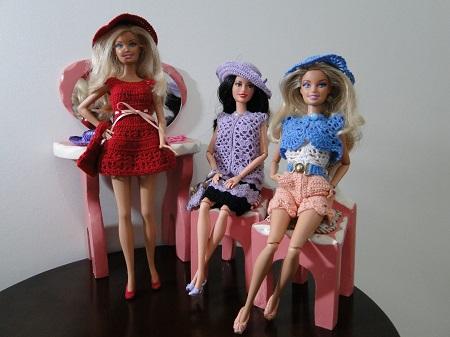 vestidos, shorts, maiô, bolero, bolsa, chapéu e sapatos de crochê para Barbie