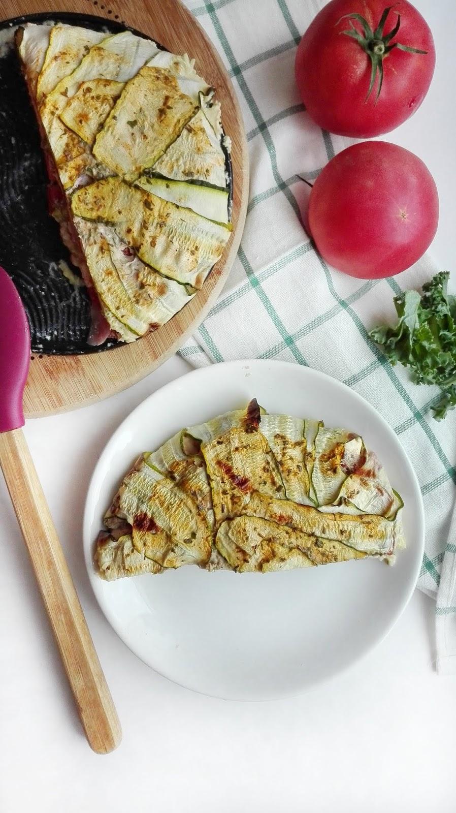 Zapiekanka z cukinią, kaszą jaglaną i serem feta