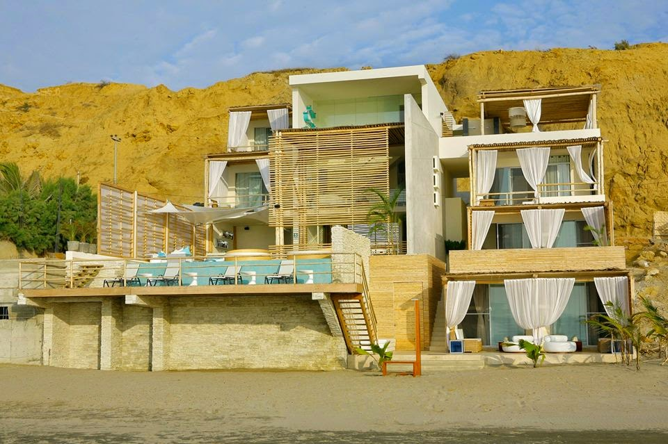 Fachada rustica y elegante de hotel boutique frente al mar for Hoteles de lujo modernos