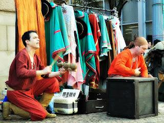Grupo Oigalê - Negrinho do Pastoreio - Música percussiva marca início da peça