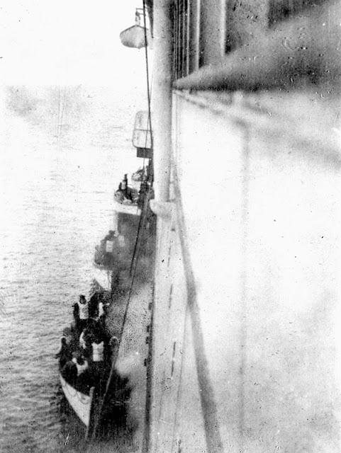 Foto del rescate de los sobrevivientes del Titánic, abril de 1912. Fotos insólitas que se han tomado. Fotos curiosas.